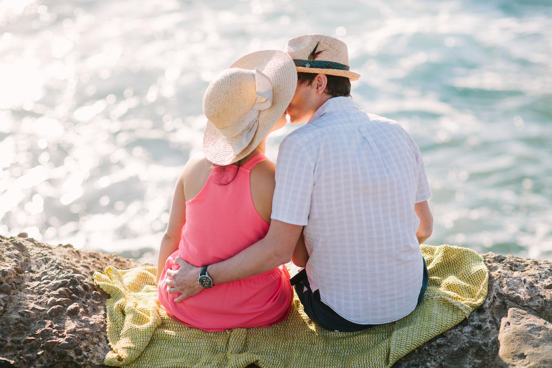 Shoreline La Jolla Snuggling – Photo by Let's Frolic Together