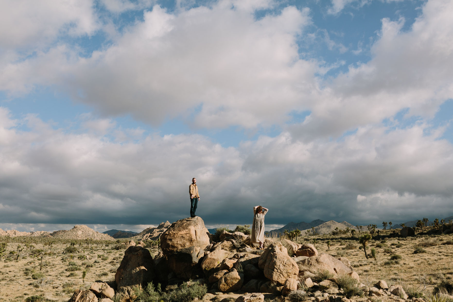 A Joshua Tree Glowing Frolic – Photo by Let's Frolic Together
